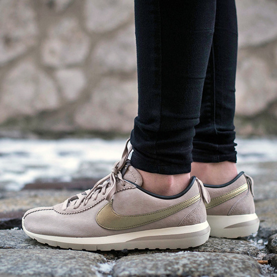 nike air max chaussures - Women's Shoes sneakersy Nike Roshe Cortez NM Premium Suede 819862 ...