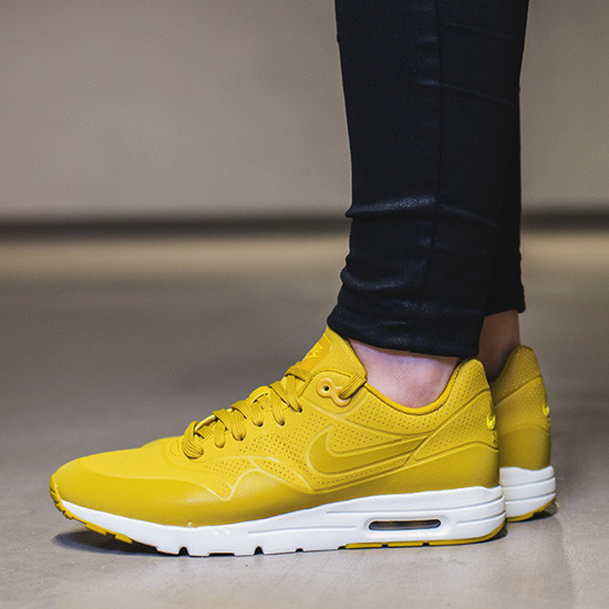 Nike Air Max 1 Ultra Moire W shoes yellow