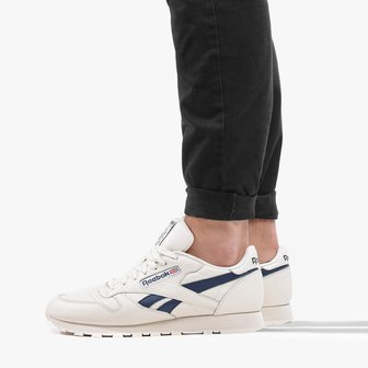 Reebok 49799 Classic Leather. Men's trainers in white