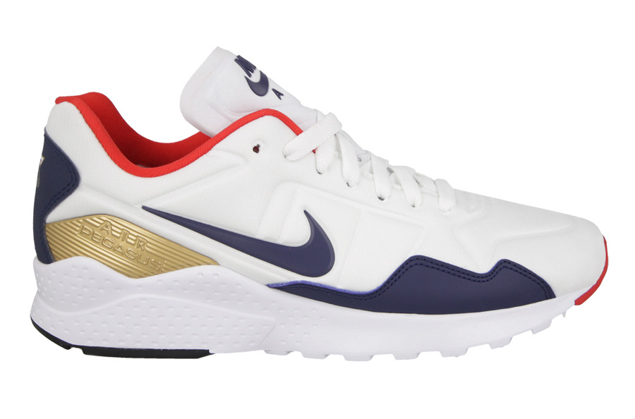 Hit the Course in Style With Nike's Air Zoom 90 IT Golf Shoes Airows