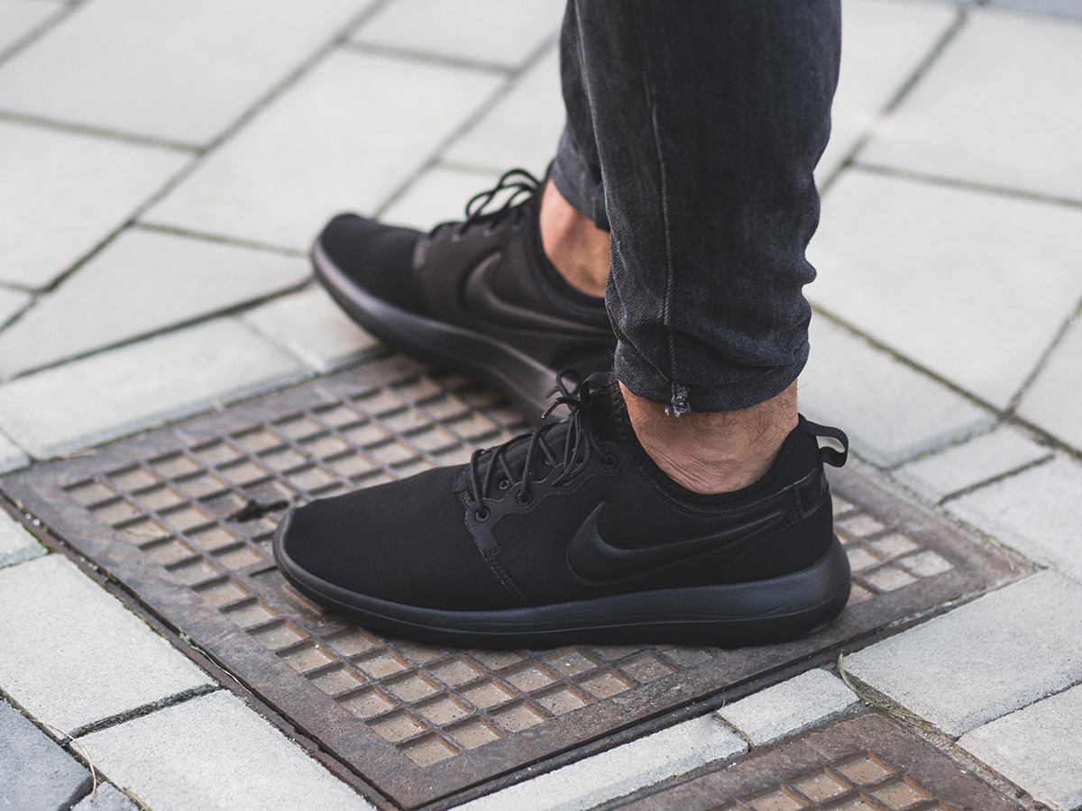 Nike Sportswear ROSHE TWO FLYKNIT Trainers black / white / cool