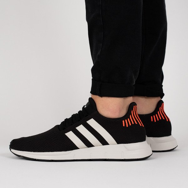 c70afef19be33 eng pl Mens-shoes-sneakers-adidas-Originals-Swift-Run-B37730-16540 1.jpg