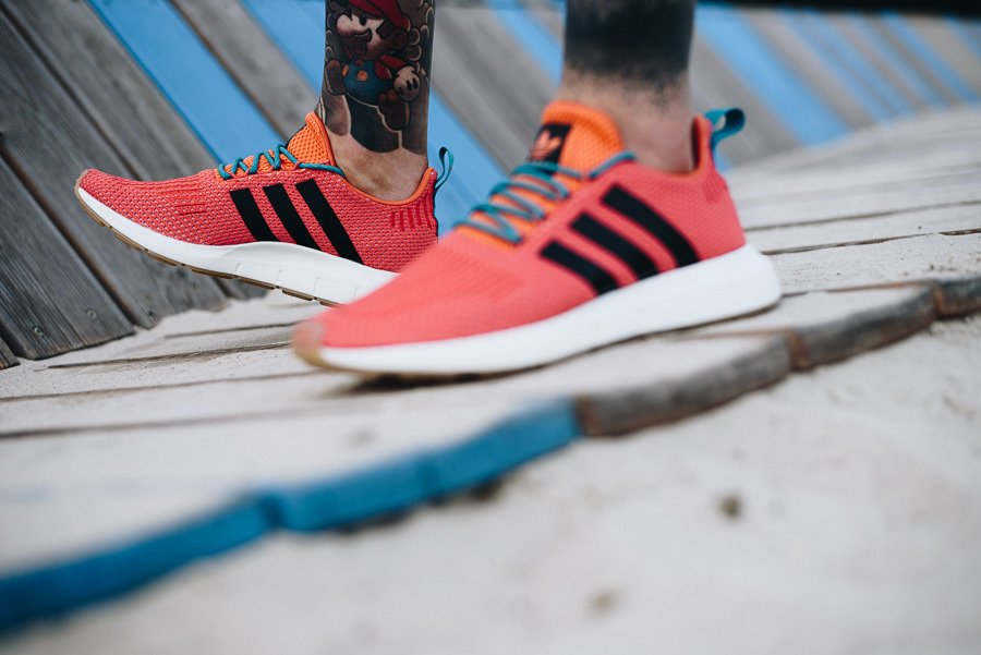 68e1bb88b1f ... Men s shoes sneakers adidas Originals Swift Run Summer Summer Spice  Pack