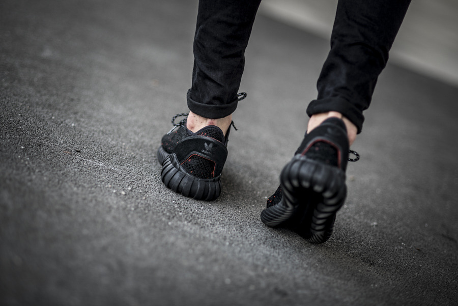 wholesale dealer 21d8f fdeb8 ireland adidas originals tubular doom trainers in svart ...
