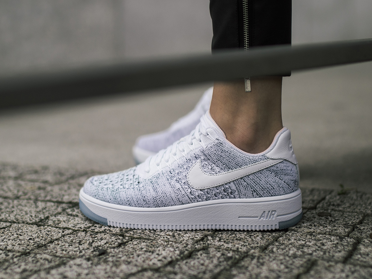 women 39 s shoes sneakers nike air force 1 flyknit low 820256. Black Bedroom Furniture Sets. Home Design Ideas