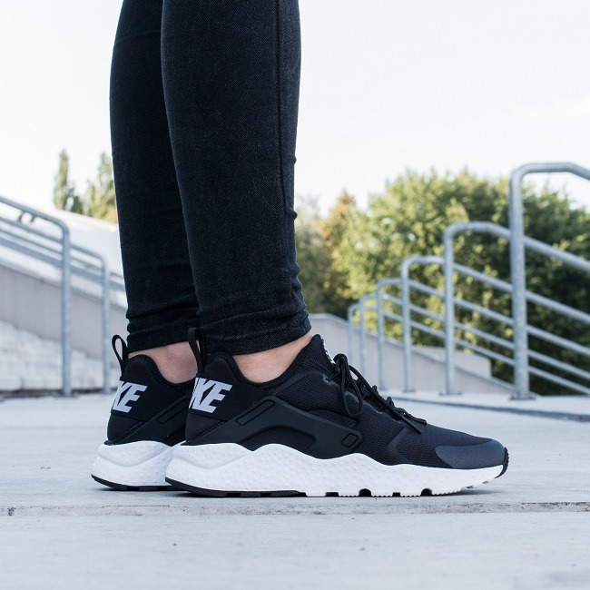 nike women's air huarache run trainers