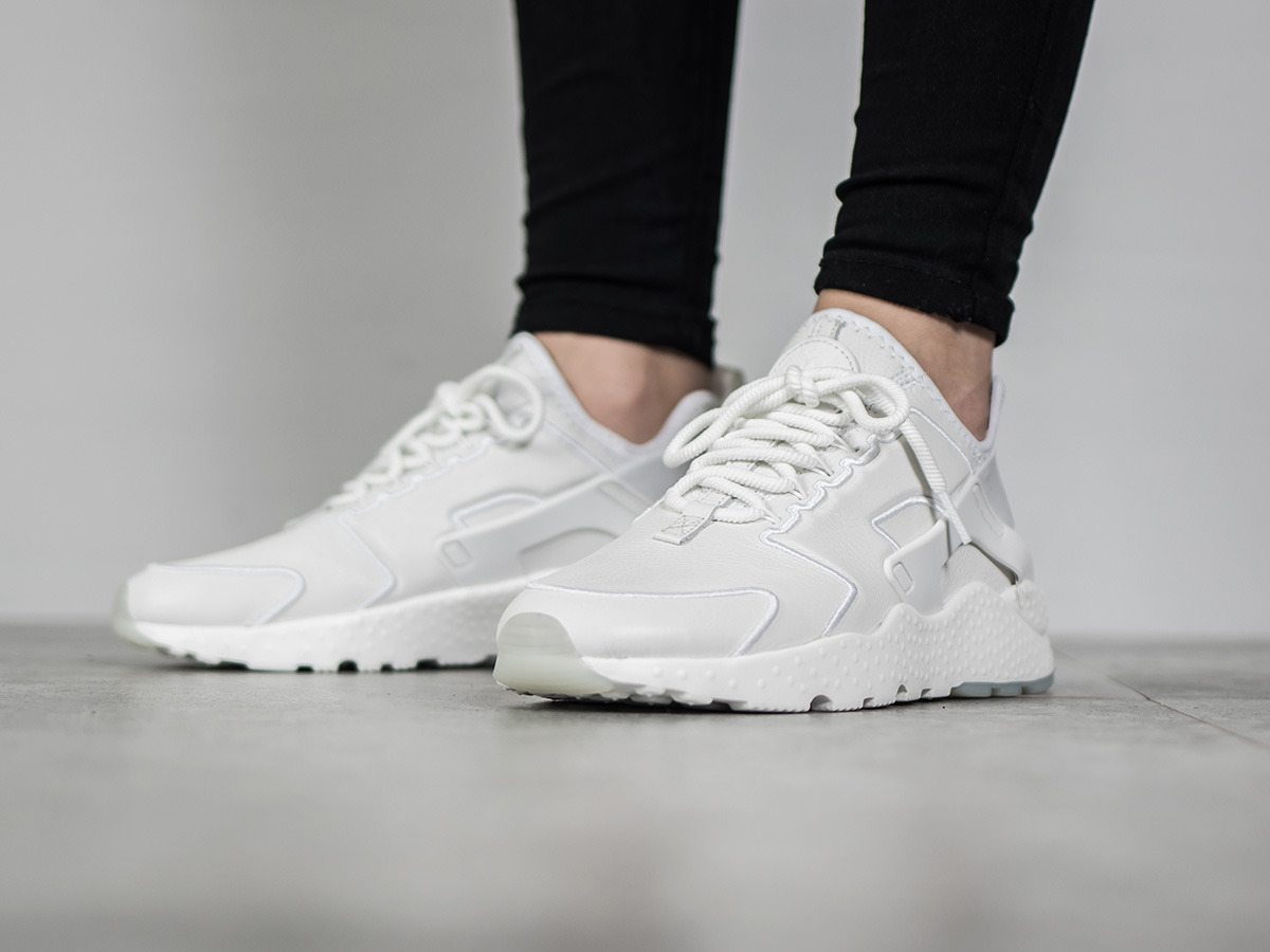 women 39 s shoes sneakers nike air huarache run ultra si 881100 101 best shoes sneakerstudio. Black Bedroom Furniture Sets. Home Design Ideas
