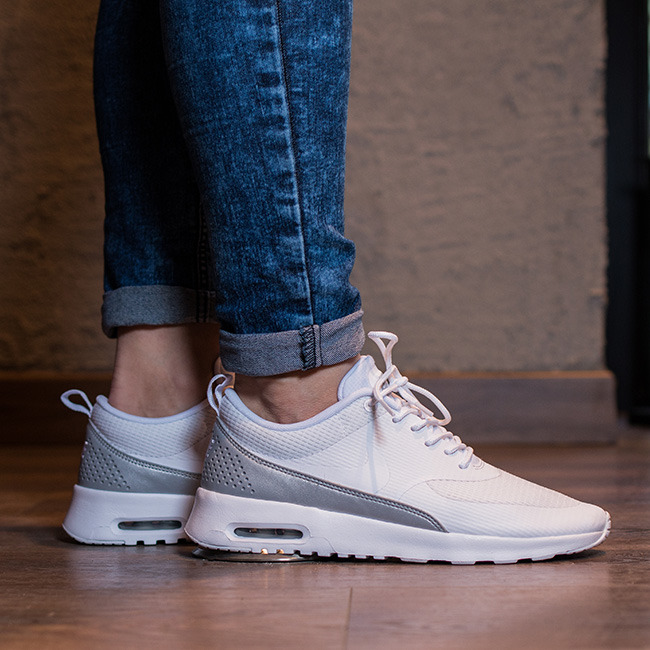 Women's Air Max Thea Low Top Shoes. Nike VN.