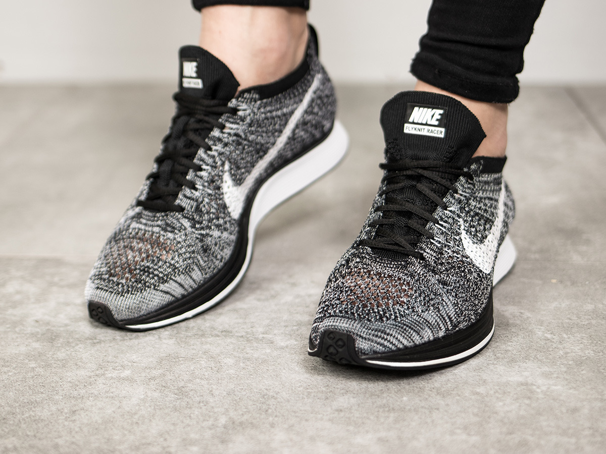 women 39 s shoes sneakers nike flyknit racer oreo 526628. Black Bedroom Furniture Sets. Home Design Ideas