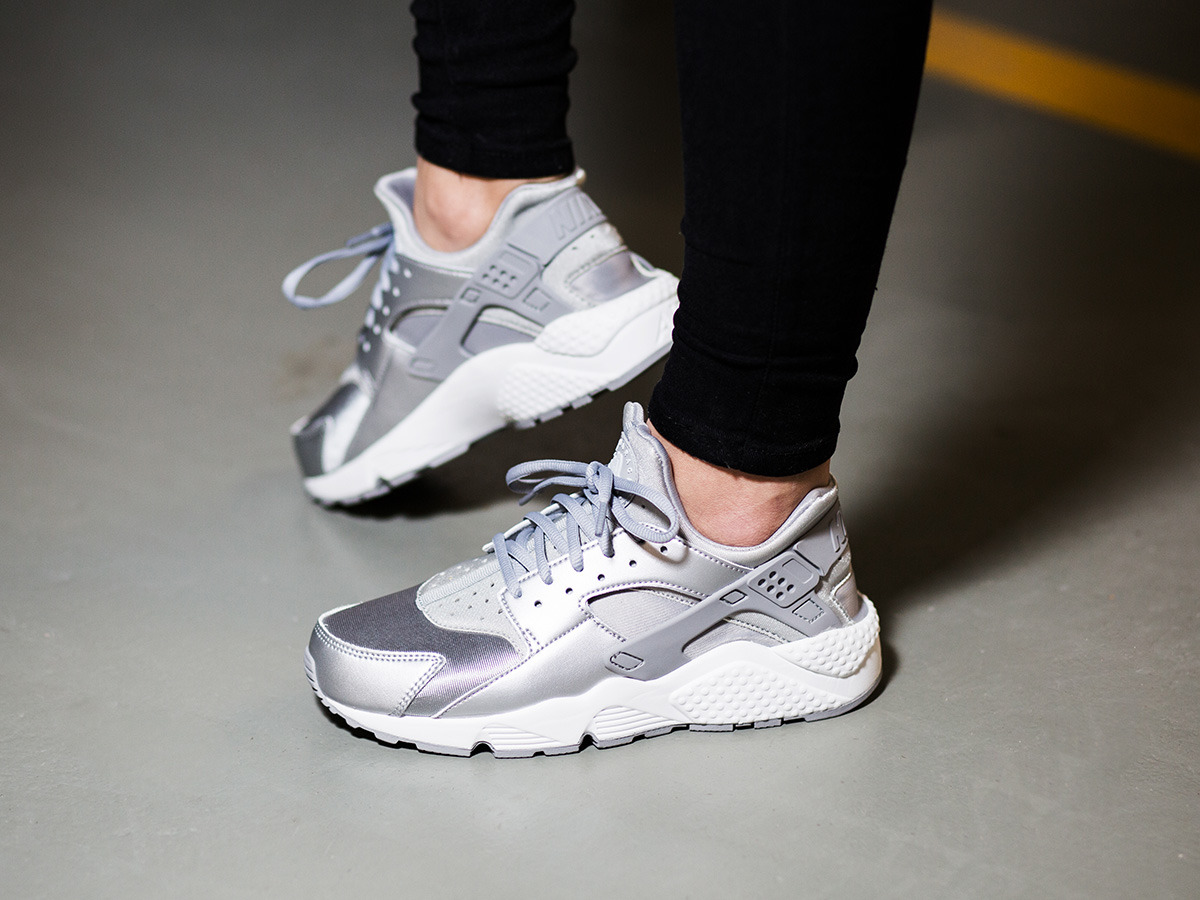 ... Women's Shoes sneakers Nike Huarache Run SE