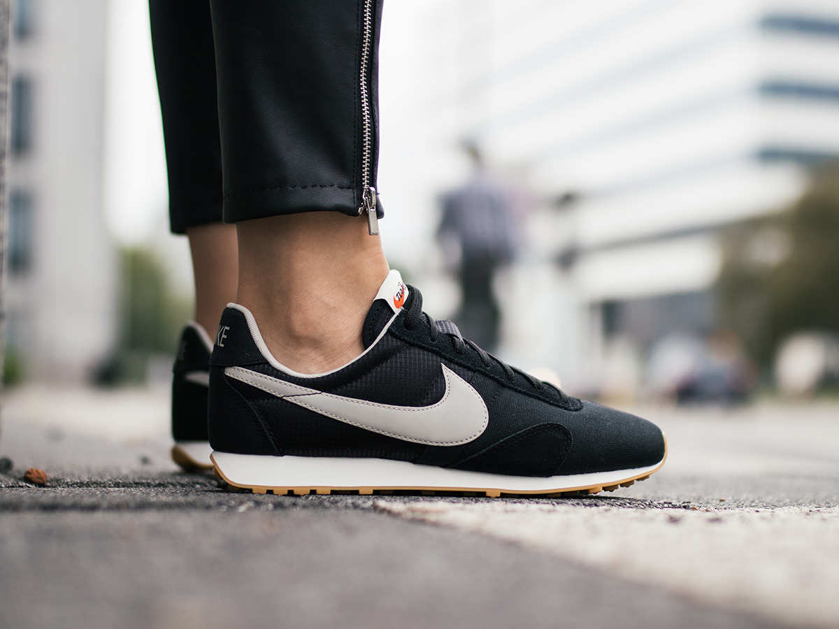 100% authentic 58012 2239f ... Women s Shoes sneakers Nike Pre Montreal Racer Vintage 828436 007 ...