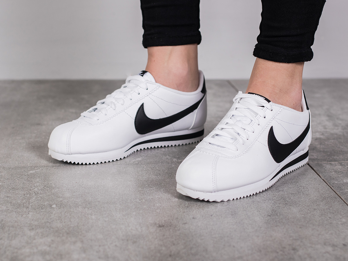 women 39 s shoes sneakers nike wmns classic cortez leather. Black Bedroom Furniture Sets. Home Design Ideas