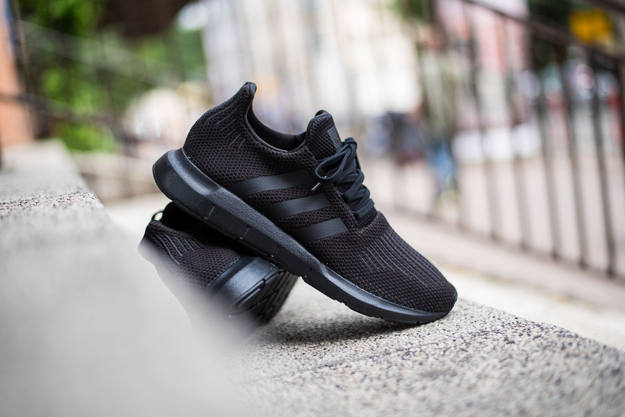 0135363e0 Adidas Originals Swift Run AQ0863 men s shoes