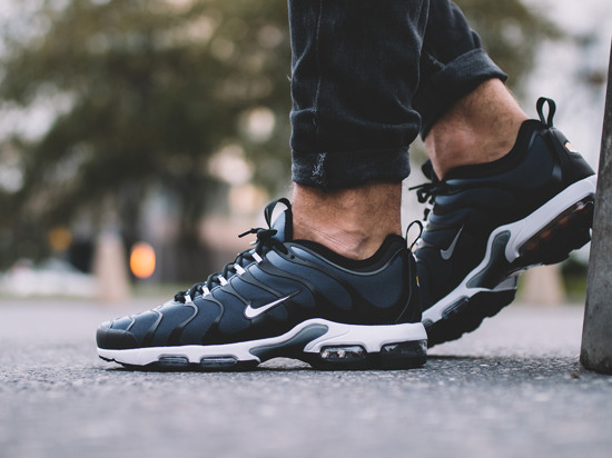 Cheap Nike Air Griffey Max 1 Black Metallic Silver Kellogg Community College