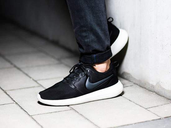 7068ab827d7e4 Nike Wmns Roshe Two Atomic Pink Sneak a Venue