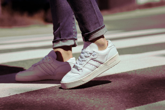"adidas Originals Rivalry LOW ""Home of Classics"" EE9139"