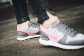 "Nike Internationalist ""Gunsmoke"" 828407 020"